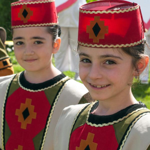 armenian-girls-in-traditional-dress-2.jpg